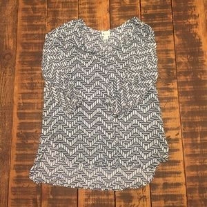 Stylus blouse with cropped sleeve